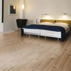 Natural pine kronotex laminte flooring